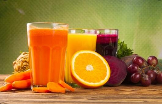 Nước ép trái cây cũng chứa nhiều đường và calo tương tự soda