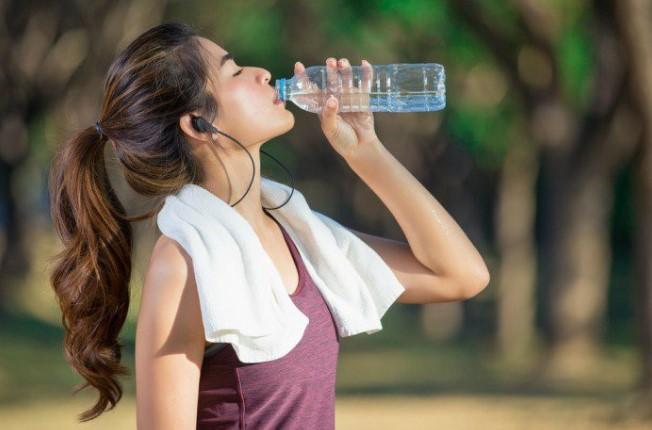 Nước rất cần thiết trong mùa hè